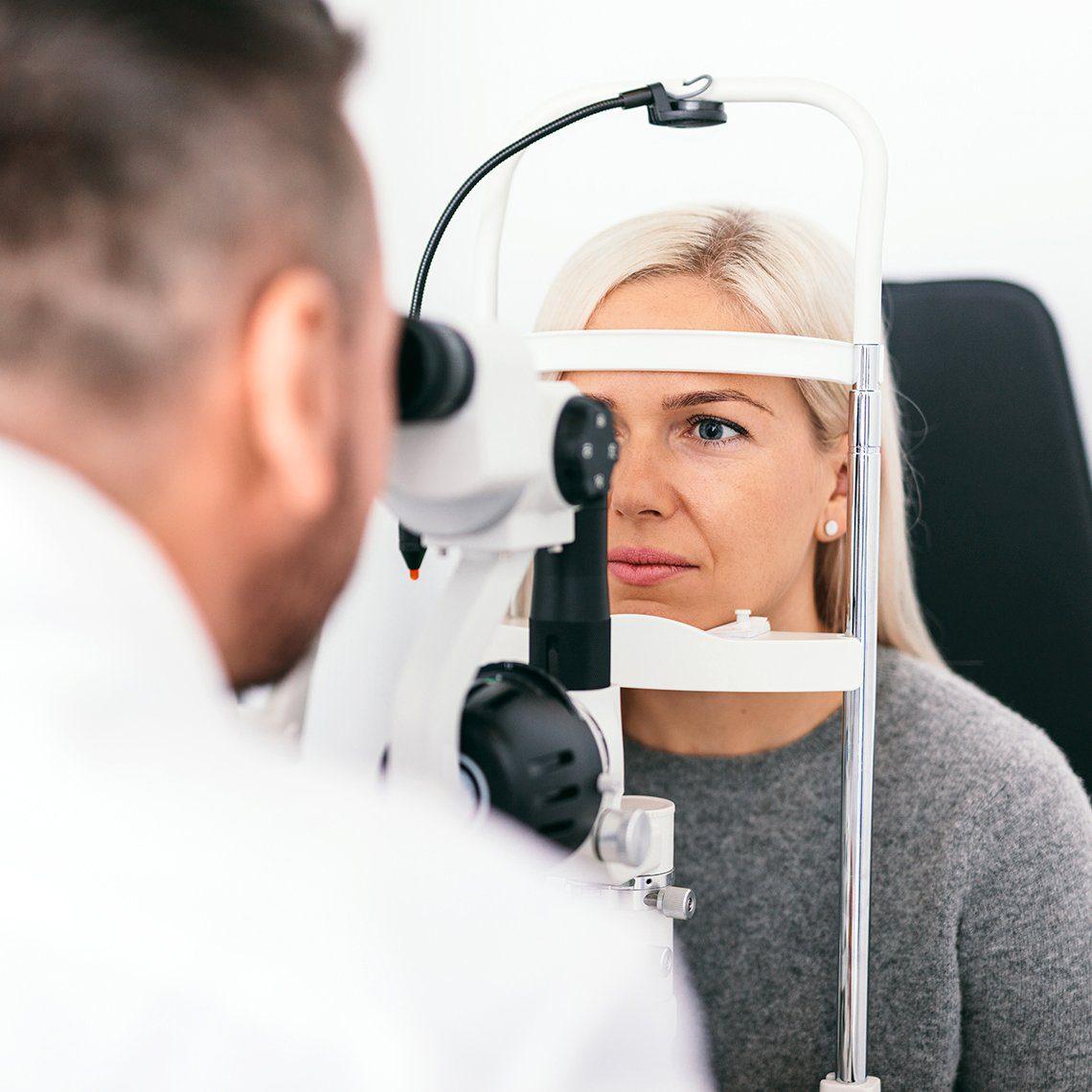 Почему необходимо вовремя заняться диагностикой глаукомы и катаракты и при необходимости провести операцию?